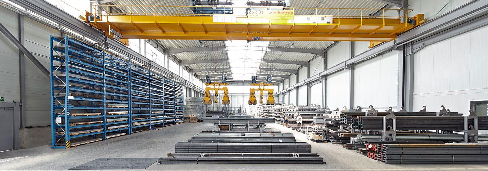 Stahlhandel Jücker | Halle mit Kran